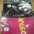写真: 15日のウイング上大岡での物販予定「ムカデ」&「AVA」Tシャツ