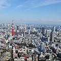 六本木ヒルズより東京タワーを望む。