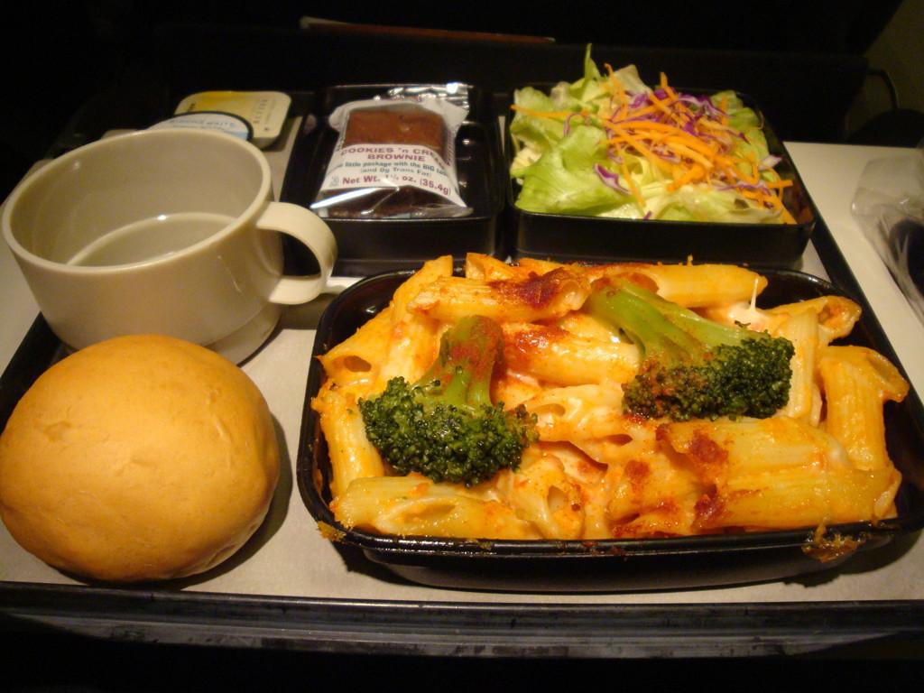 ユナイテッド航空エコノミークラス機内食