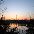 写真: 池と鉄塔と夕焼け(春日井市大泉寺町)