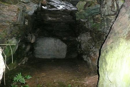 こうもり塚古墳石室内