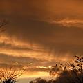 写真: 雨上がりの夕焼け空
