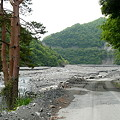 雨畑川に作られた道