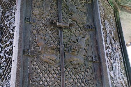 東大寺大仏殿 八角灯籠2010年04月04日_DSC_1142
