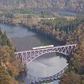 只見川を渡るキハ40系気動車