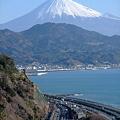 薩埵峠から見る東海道本線と富士山