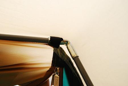 強風でテントのポールが折れてしまいました