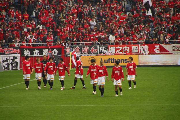 062 勝利に喜ぶ浦和の選手たち