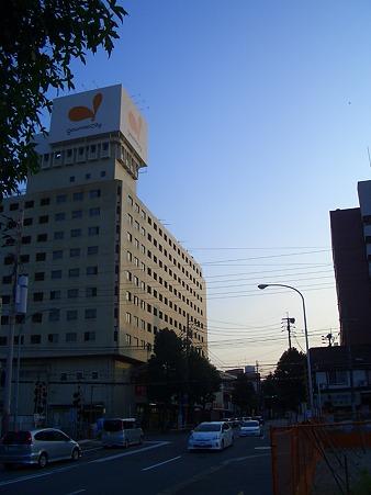 雑餉隈駅近くの踏切