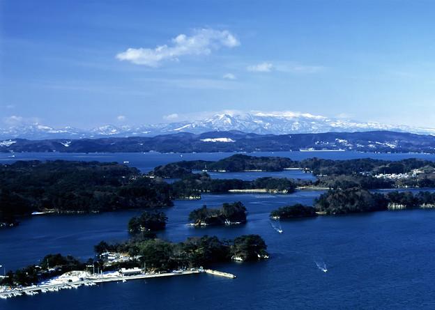 写真: 松島湾・冬の島々
