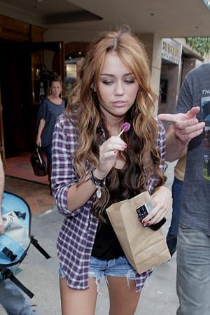 Miley+Cyrus+boyfriend+Liam+Hemsworth+both+7c6Q9ObkV_Ol