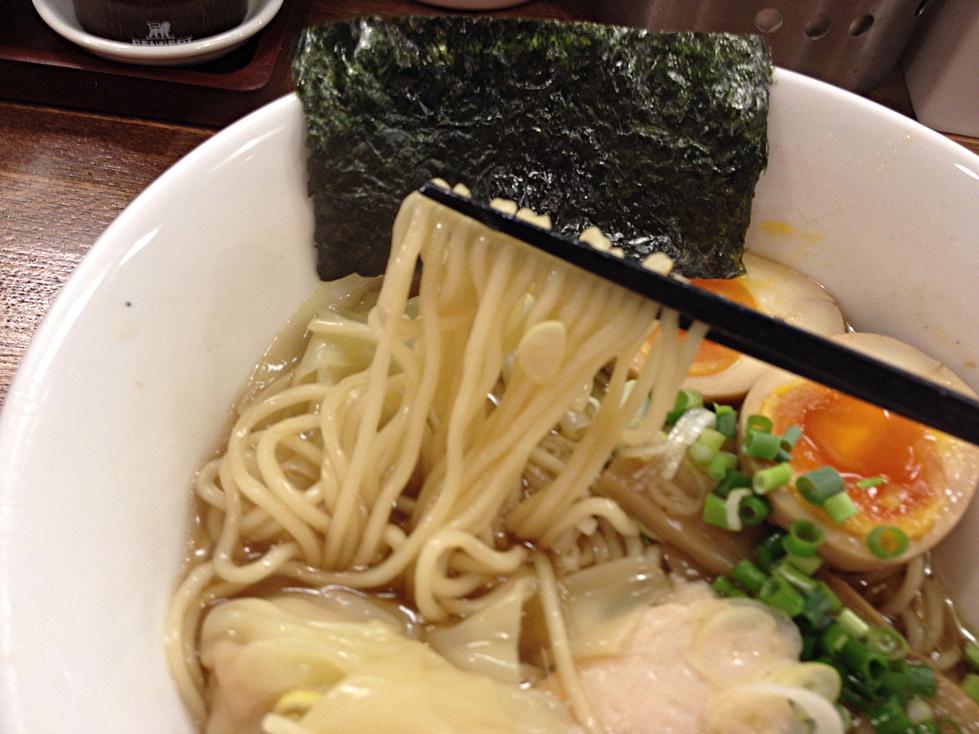 ワンタンメンの麺