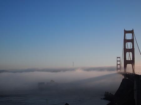 霧の中へ溶け込む