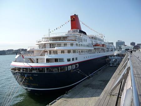 100322-大桟橋 客船2隻 (119)