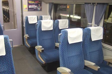 AE100形座席