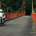 Photos: 途中のつり橋で休憩