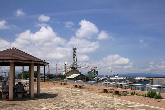 Photos: 海辺の公園と作業船01-12.07.10