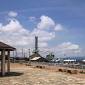 海辺の公園と作業船01-12.07.10