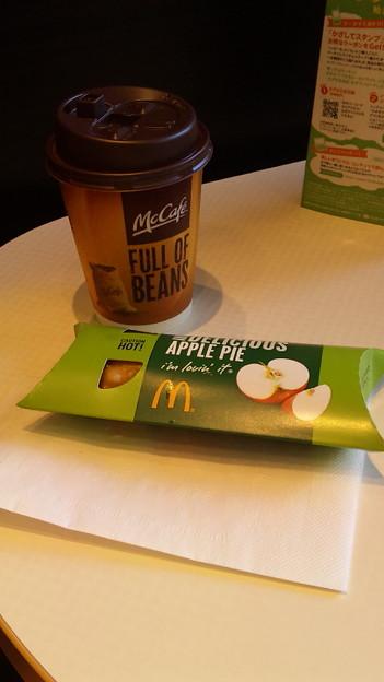 マクドナルドなう久しぶりにアップルパイ食べた