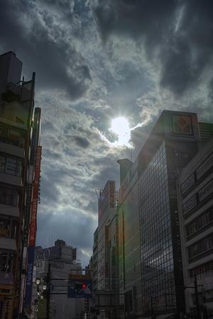 雲から覗く太陽