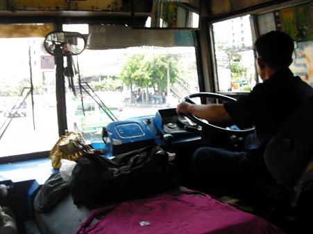 帰りはバスでのんびり
