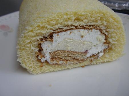 田園調布チーズケーキロール (1)