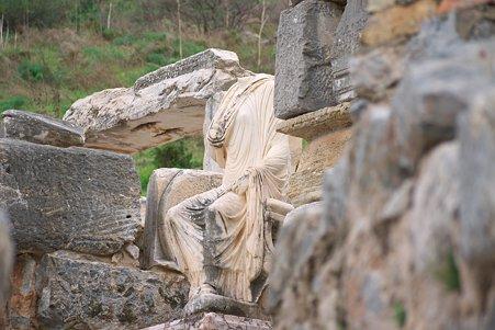 2011.01.23 トルコ 古代都市エフェス スコラスティカの像