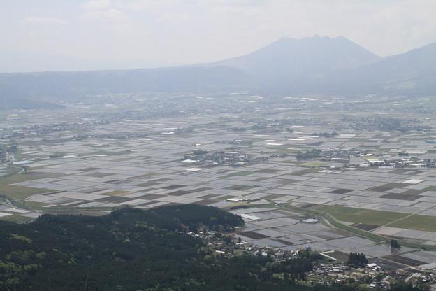 Photos: 100512-38九州ロングツーリング・阿蘇山・大観峰からの畑2