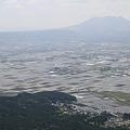 写真: 100512-38九州ロングツーリング・阿蘇山・大観峰からの畑2