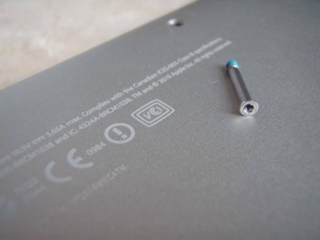 MacBook Pro - ネジ_P5160021