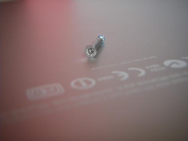 MacBook Pro - ネジ_P5160024