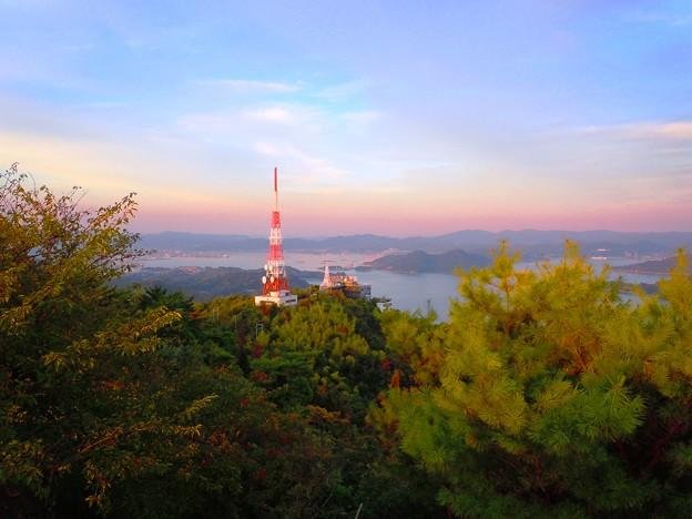遠く東の松永湾を望む~高見山山頂より~