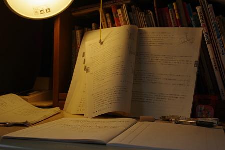 白熱電球と勉強風景