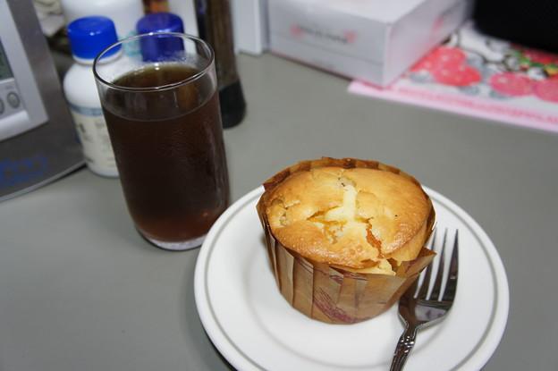 アプリコットカップケーキ with 麦茶