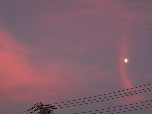 Photos: 夕焼けと月