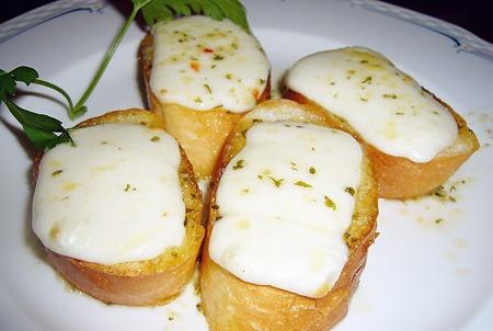 旭川大雪地ビール館ガーリックバターのチーズトースト