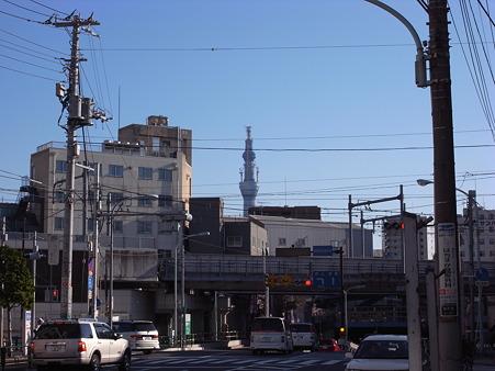 南千住コツ通りから見た東京スカイツリー(2010/12)