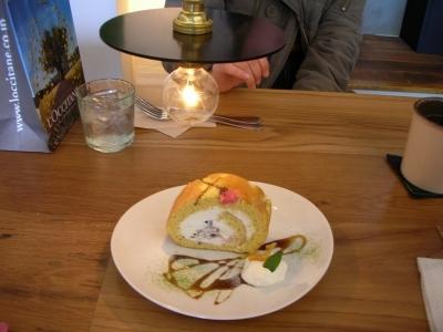 期間限定 桜ロールケーキ